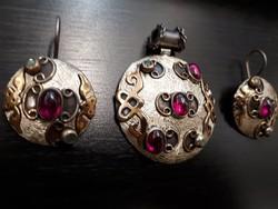 Ezüst ékszergarnitúra, rubint és smaragd berakással