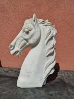 Márvány lófej szobor