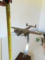 Nagyméretű repülős asztali dísz a Rákosi rendszerből 1949