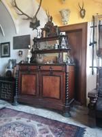 Antik Angol poharszek találó komód szekrény vadász kastélybol eladó