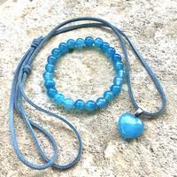 Vízkék achát ásvány karkötő hasított bőrszál nyakbavaló szív alakú medállal