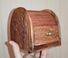 Fadoboz, Varró doboz rolós fiókos, íróasztalhoz ,különleges .Ajàndék, dekorációnak, hasznàlatra.