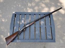 Dupla csövű külső kakasos vadászpuska hatástalanítva