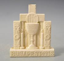 Az 1938-as Budapesti Eucharisztikus Kongresszus emlékplakettje. HMV majolikagyár. jelzett.