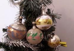 Karácsonyfadisz üveg, 4db régi gömb, kézzel festett