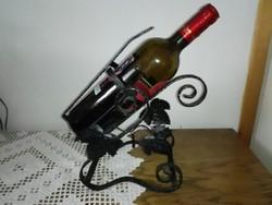 Kovácsolt vas üveges bor tartó és kiöntő.
