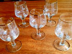 Metszett, aranyozott likőrös poharak
