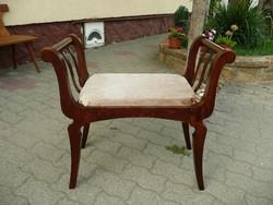 Eredeti antik szecessziós kis szófa / ülőke az 1910-es évekből újra kárpitozva