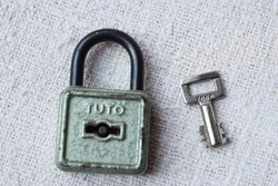 Lakat , TUTO , egy kulcs