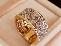 Széles arany gyűrű brillekkel
