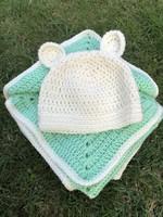 Uniszex Almazöld patchwork horgolt babatakaró bébitakaró ajándék füles sapkával