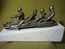 Ezüstözött ón kisplasztika, szoborcsoport 201201