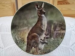 """Royal Doulton """"Mother kangaroo with Joey"""", dísztál"""