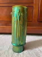 Török János által tervezett Zsolnay eozin váza