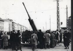 1956 fénykép modern előhívás/nagyítás 22x15 cm ágyú, emberek