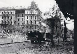 1956 fénykép modern előhívás/nagyítás 22x15 cm romok, sérült házak, teherautó