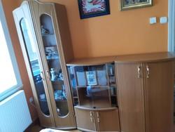 Bútor - Cseresznye színű 3 részes, vitrin, hifi, TV tartó, komód, tároló szekrénysor.