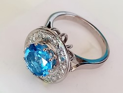 Gold ring with topaz and brill stones
