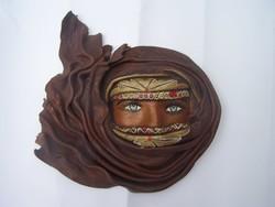 A sivatag leánya - festett  valódi bőr plasztikus falikép, dombormű 23 x 22 cm