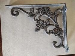 Pair of cast iron shelf bracket