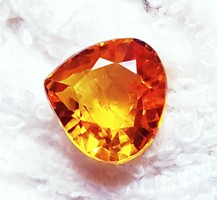 Beautiful, special yellow sapphire with 3.20 Ct certificate more products from 1 ft!