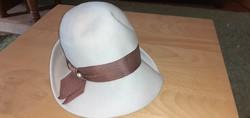 Női gyapjú kalap - kalaptűvel, a Nagyi hagyatékából