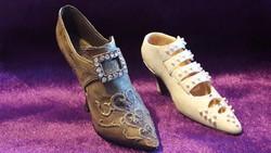 2 pcs decorative shoes