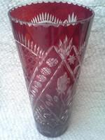 Gyönyörű, bordó, csiszolt kristály váza, rózsamintás. Magasság: 32,5cm