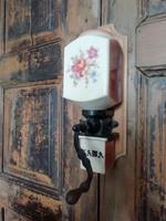 Porcelán fali kávédaráló, virágmotívummal díszített régi daráló