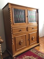 Colonial cabinet with stained glass inlay
