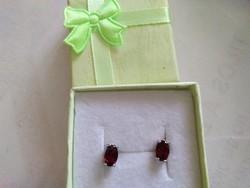 Silver earrings with garnet stones