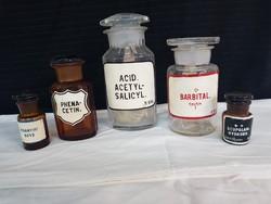 Régi gyógyszertári üvegek