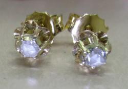 Beautiful antique 0.20Ct diamond stone earrings