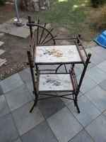 Antik, kb. száz éves, majolikabetétes, 95x60x45 cm max. méretű, réz zárókupakos, bambusz polc/asztal