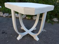 Art deco table.