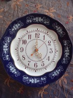 Zsolnay plate clock with pompadour ii pattern