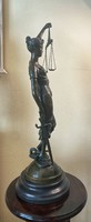 Bronze statue of Justicia