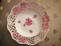 Plate with openwork appony pattern ornament. 21 Cm in diameter
