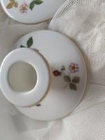 Wedgwood wild strawberries angol gyertyatartó pár porcelánból