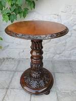 Neoreneszánsz stílusú körasztal, posztamens