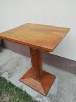 Régi szalon asztal