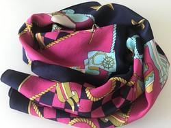 Selyemkendő gyönyörű színekkel, tengerész motívumokkal, 86 x 86 cm