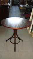 Thonett round table.