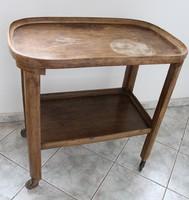 Régi kis kerekes asztal