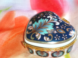 Heart - shaped ring box or medicine box 2.