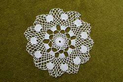 Horgolt csipke kézimunka lakástextil dekoráció kis méretű terítő asztalközép 13 cm