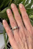 About 1 forint !!! A white gold ring adorned with true pearls and a half carat old cut diamond