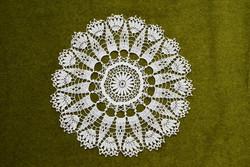 Horgolt csipke kézimunka lakástextil dekoráció kis méretű terítő asztalközép nipp alátét 25 cm