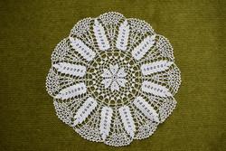 Horgolt csipke kézimunka lakástextil dekoráció kis méretű terítő asztalközép nipp alátét 20 cm