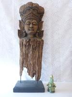 Különleges Buddha szobor.